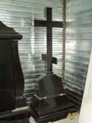 Памятник в виде креста h200см из черного гранита